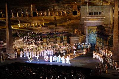 800px-20110719_Verona_Arena_Opera_Aida_2970.jpg